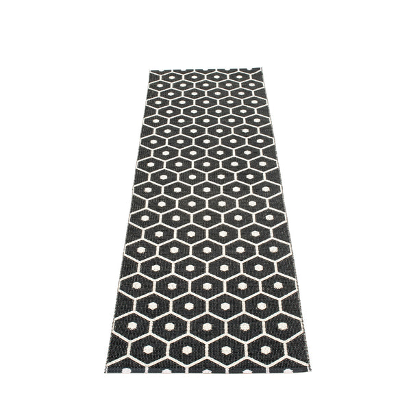 PAPPELINA | Plastic Rug | Honey | Black | 6 sizes