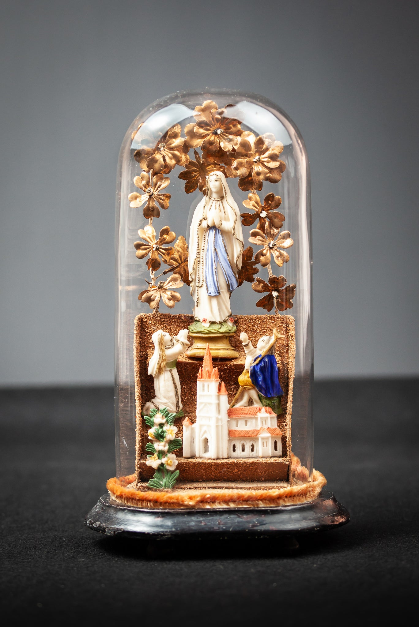 Virgin Mary Children Cathedral Tragacanth Artwork Glass DomeVirgin Mary Children Cathedral Tragacanth Artwork Glass Dome