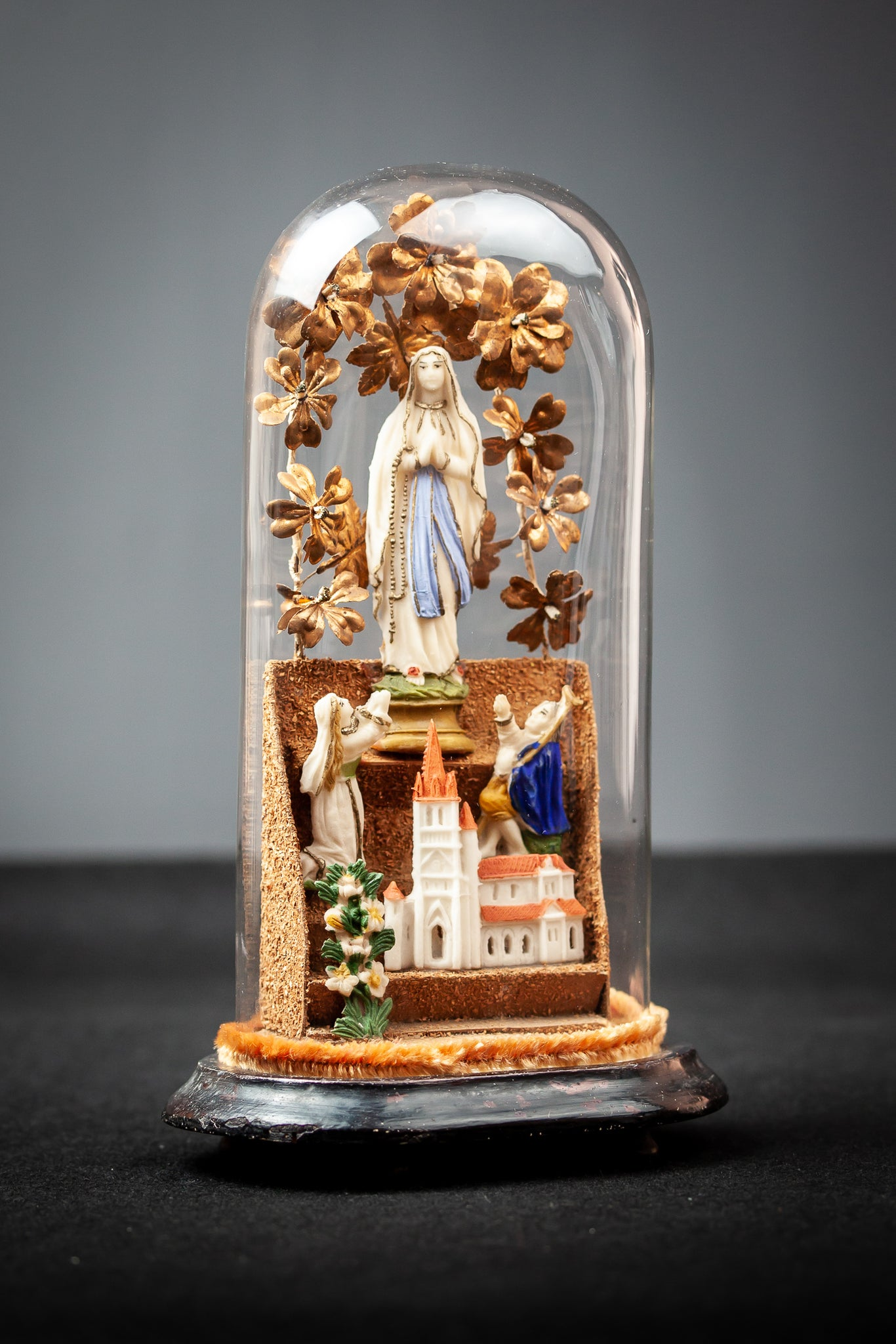 Virgin Mary Children Cathedral Tragacanth Artwork Glass Dome