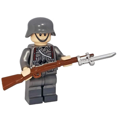 Minifig World War II German Soldier with Bayonet Rifle - Minifigs