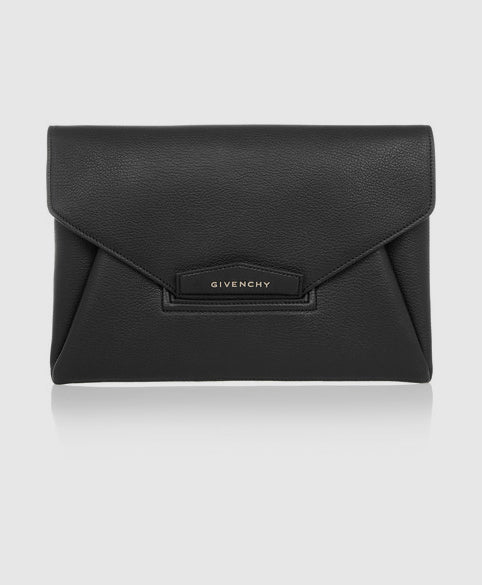 Antigona envelope clutch in black grained leather