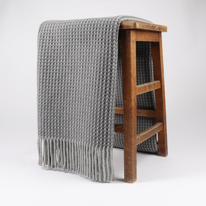 Shiel is woven with a contemporary honeycomb texture in a lambswool and cashmere blend. Woven at the Bute Fabrics mill on the Isle of Bute, this throw is finished with fringing for an extra stylish touch.