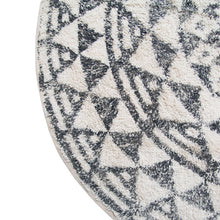 detail round bath mat with vintage black and white look