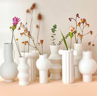 hk_living_usa_white flower vases with flowers