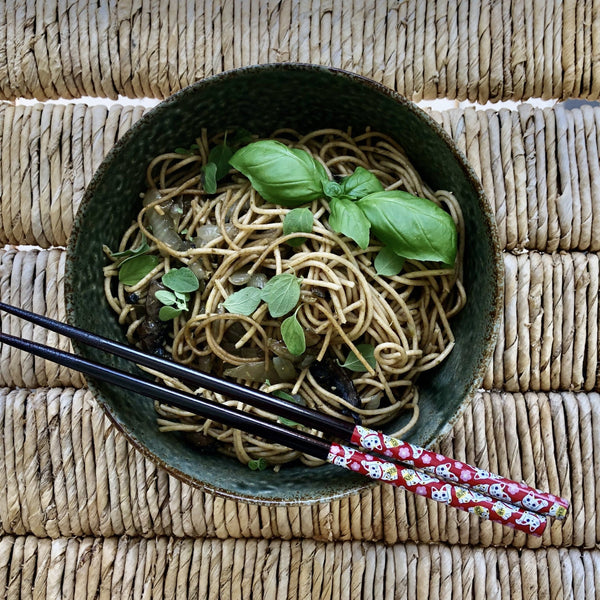 hkliving usa ceramic noodle bowl with wholegrain noodles and basilicum