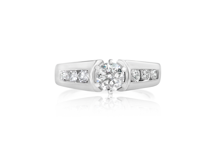 Round Brilliant and Melee Diamond Ring