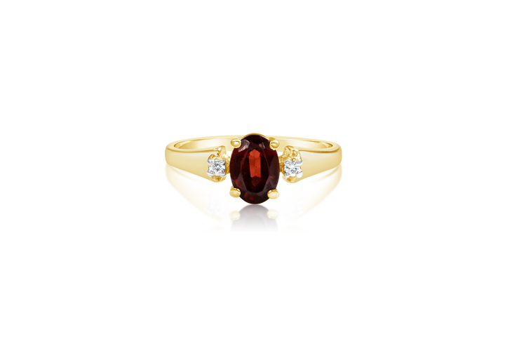 Oval garnet with melee accents