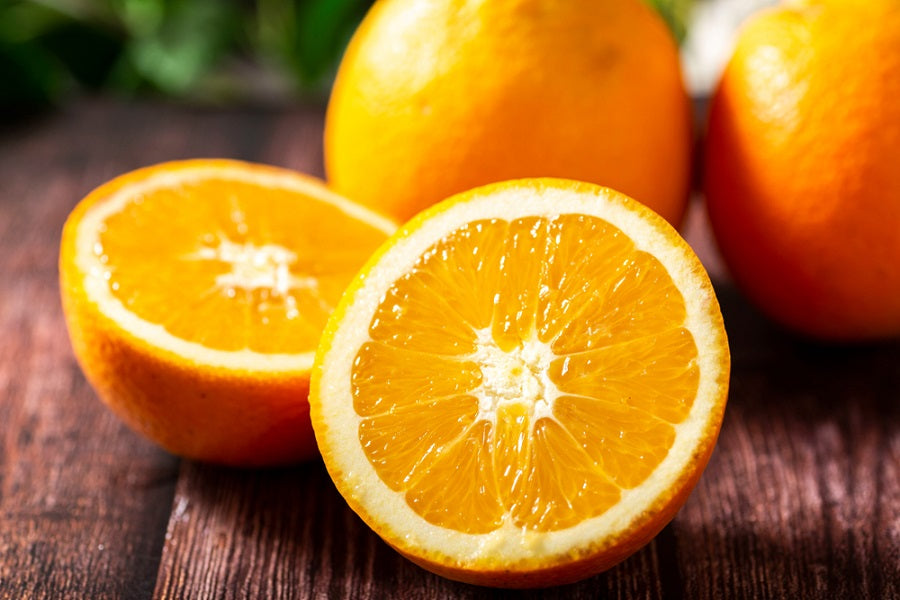 Differences Between Valencia Oranges & Navel Oranges
