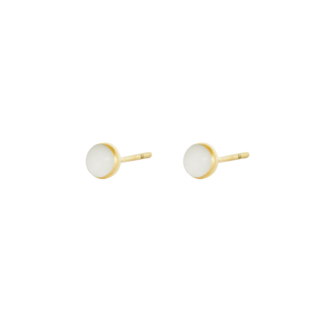 ARELA ROUND MOTHER OF PEARL STUDS