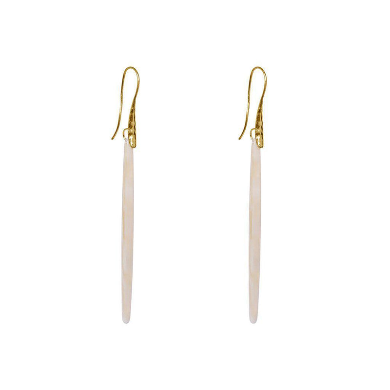 DAISY BEIGE RESIN EARRINGS