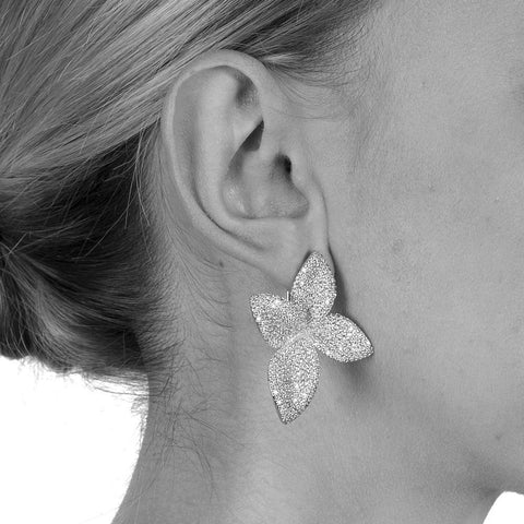 LIA FLOWER SILVER CRYSTAL EARRINGS-Earrings-MEZI