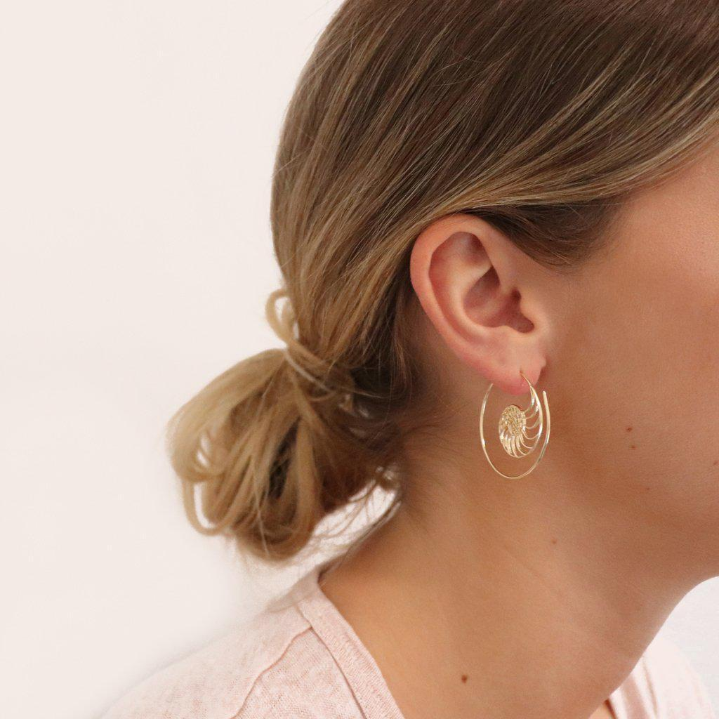 VAL SHELL HOOP EARRINGS