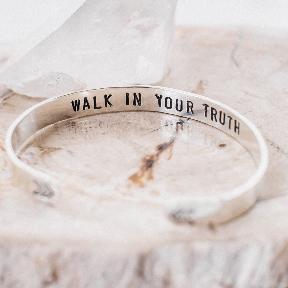 "Pulsera ancha ""Walk in your truth"""