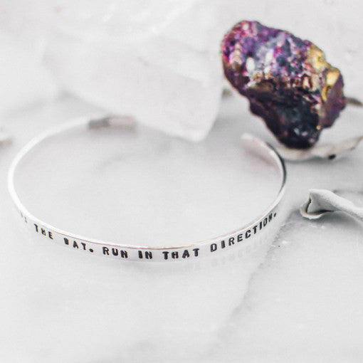 "Pulsera delgada ""your heart knows the way, run in that direction"" - Zazü"