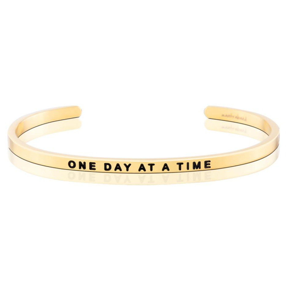 Pulsera One Day At A Time Acero Bañado en Oro