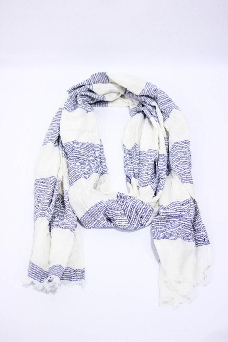 Kind Gestures White/Blue Scarf