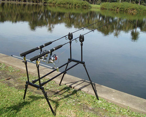 Fishing for carp with two 802 light combo's mounted on a rod pod