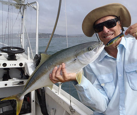 Catching Kingfish at Longreef using poppers