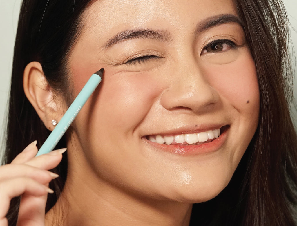 HOW TO | Eyeliner Hacks: Simple and Easy Ways to Draw the Line
