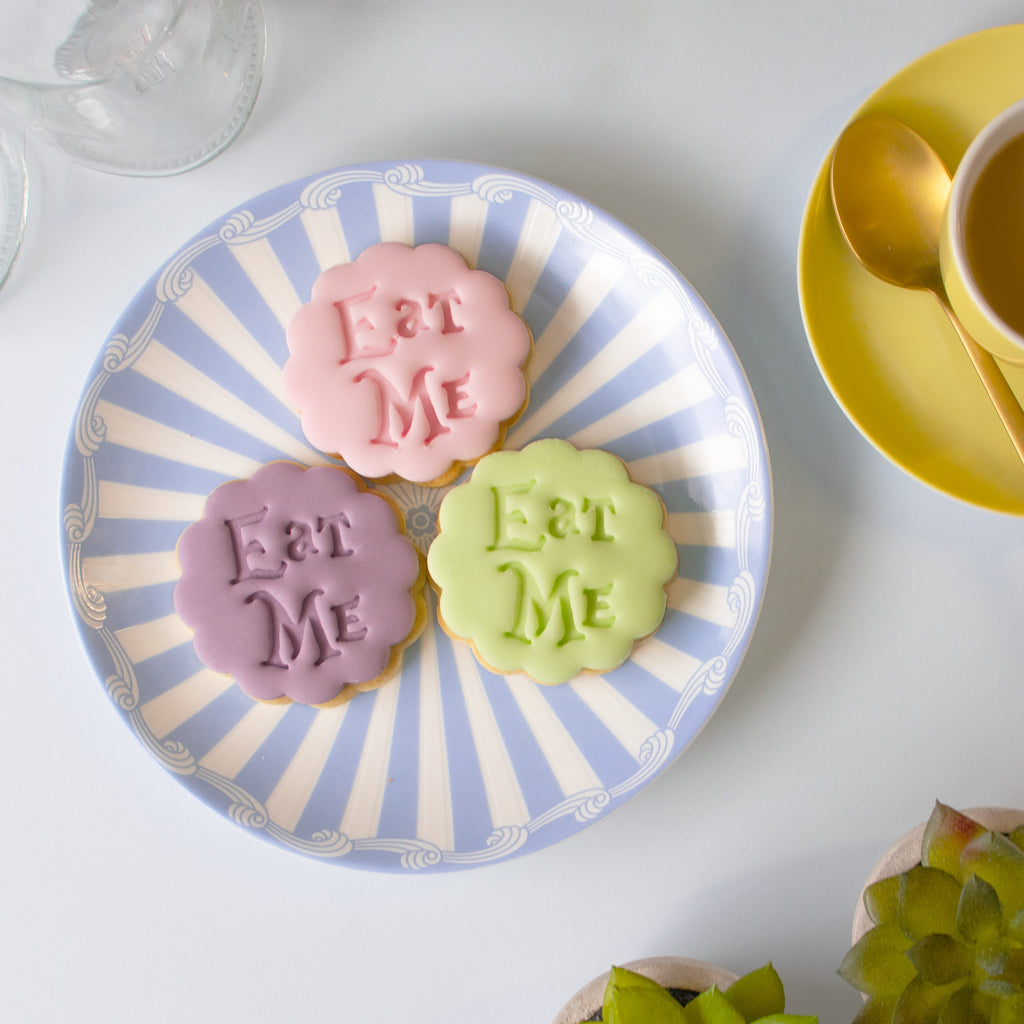 alice's adventures in wonderland - eat me cookies with fondant