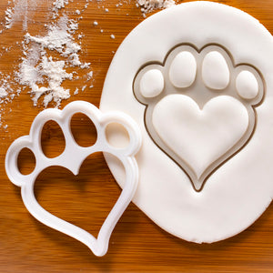 Large Dog Paw with Heart Shaped Pad Cookie Cutter