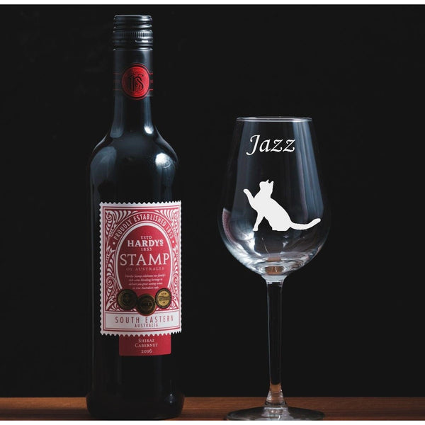 Personalised engraved wine glass featuring a cat - The Spotted Moon Company