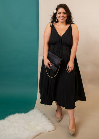 How to style black dress for a wedding, plus size black dress, plus size styling ideas, ethical black dress, sustainable plus size