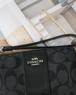 COACH CORNER ZIP WRISTLET IN SIGNATURE CANVAS - Lovely Madness