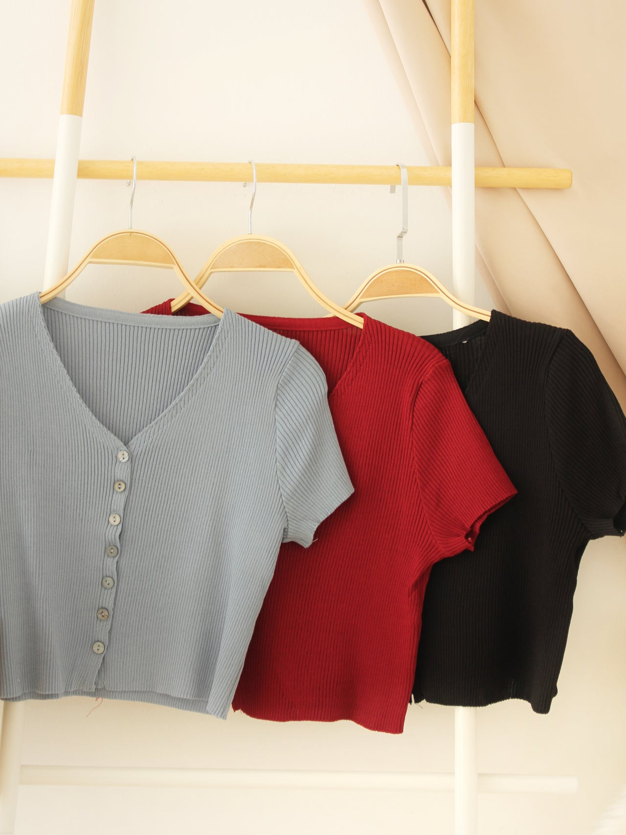 BUTTONED Rib V Top