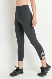 JP Signature Criss-Cross Capri Leggings - Blk