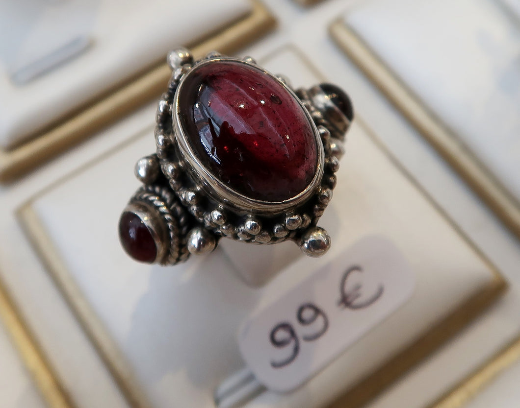 Bague baroque en argent et grenats intenses - New Collection 2020