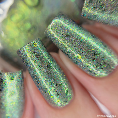 Jolly Green– a linear and scattered holo with aurora shimmer, chameleon flakes in green and gold