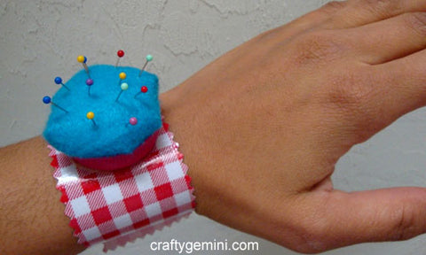 How to Make a Pin cushion Bracelet Tutorial Free Pattern with KAM snaps no-sew button fasteners