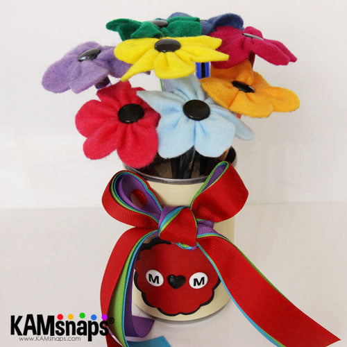 felt flowers pen bouquet upcycled tin vase with no-sew kam snap fasteners snaps buttons mother's day gift