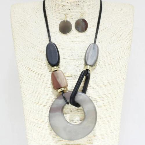 Trendy Cellulose Acetate Necklace Set Black