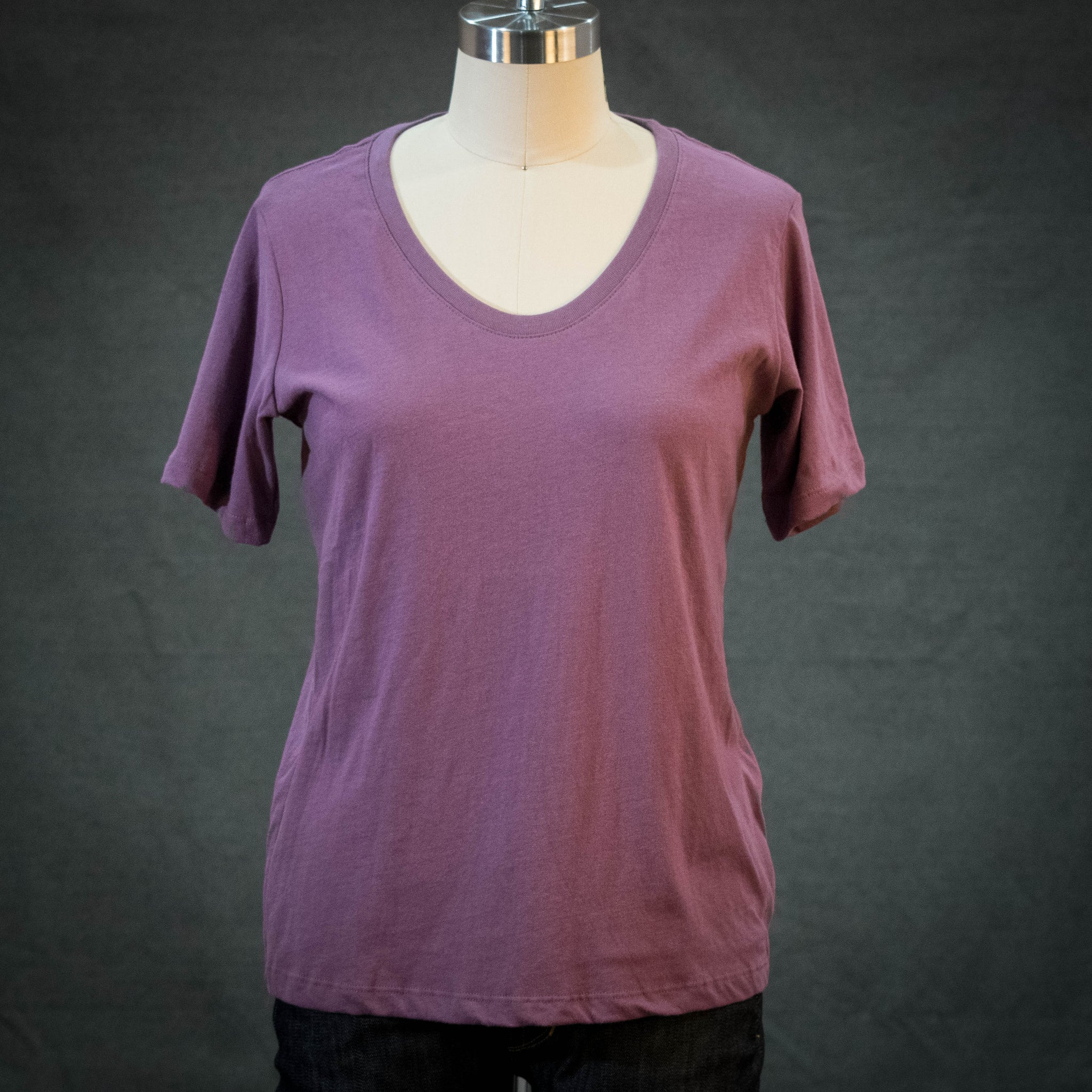 Richer Poorer Women's Scoop V Tee Plum