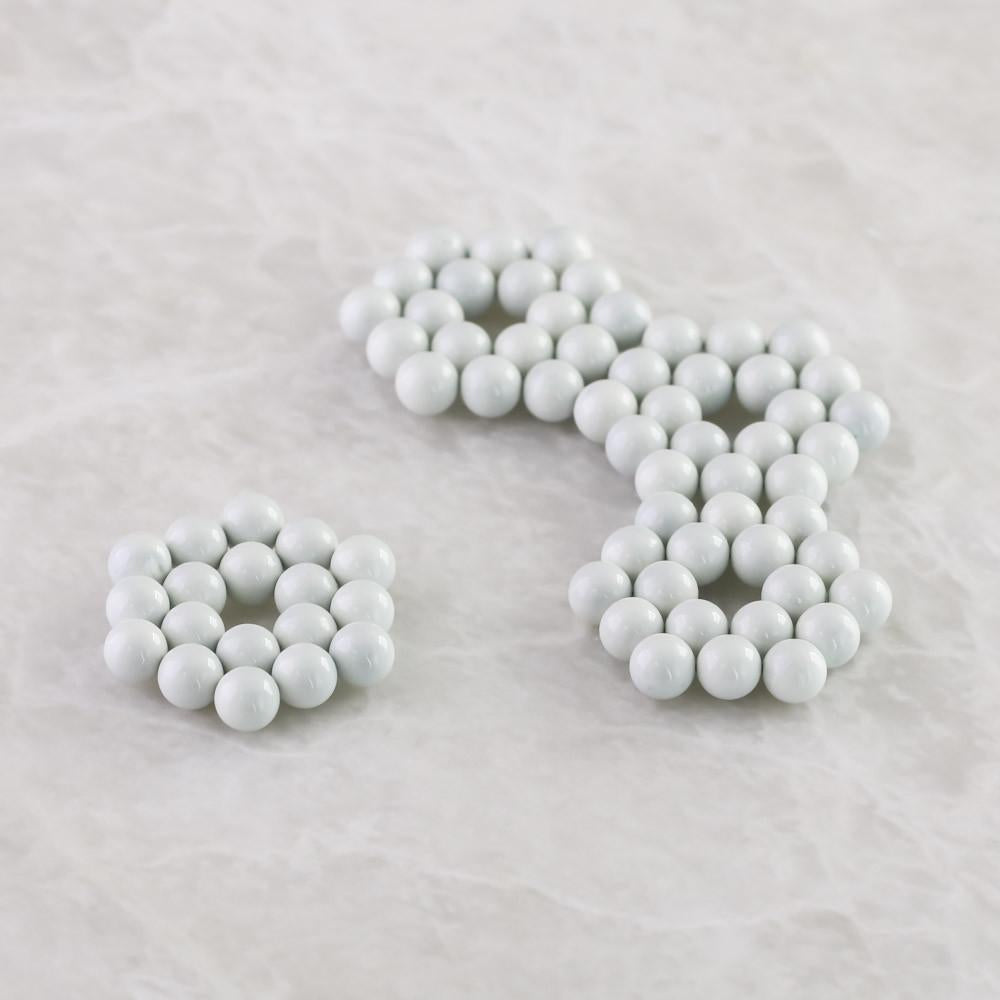 18 white neoballs hexagons