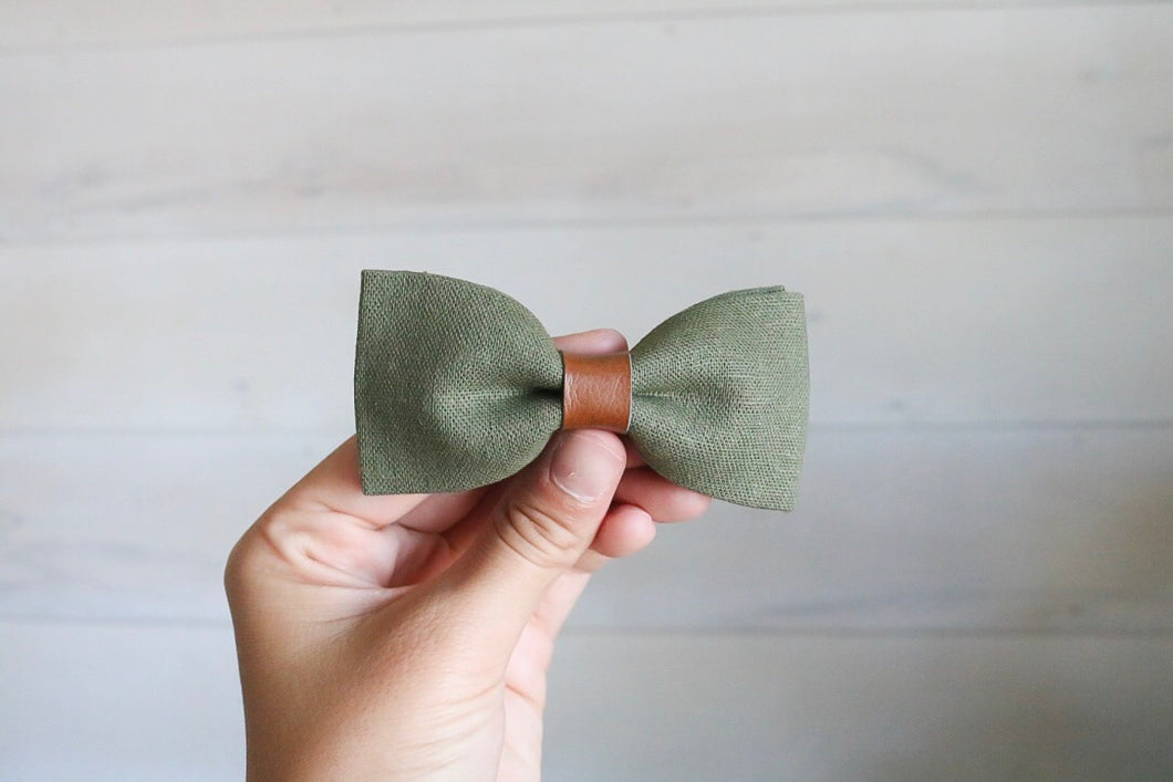 Hunter Green Linen Bow Tie