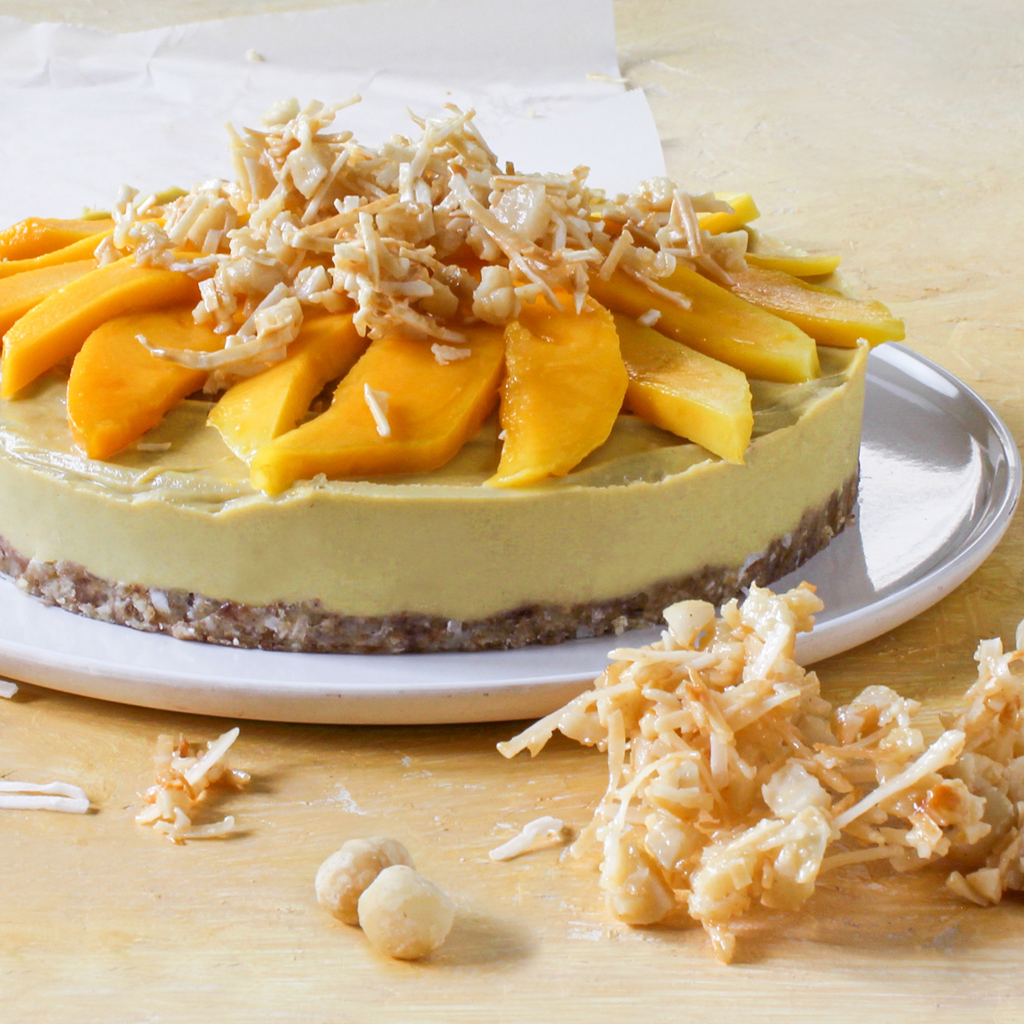 Mango cheesecake with macadamia crumble (Vegan & Paleo)