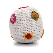 Pebble Rattle – White ball with flowers 1