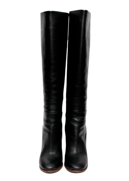 Fronti view of luxury Black Leather High Boots