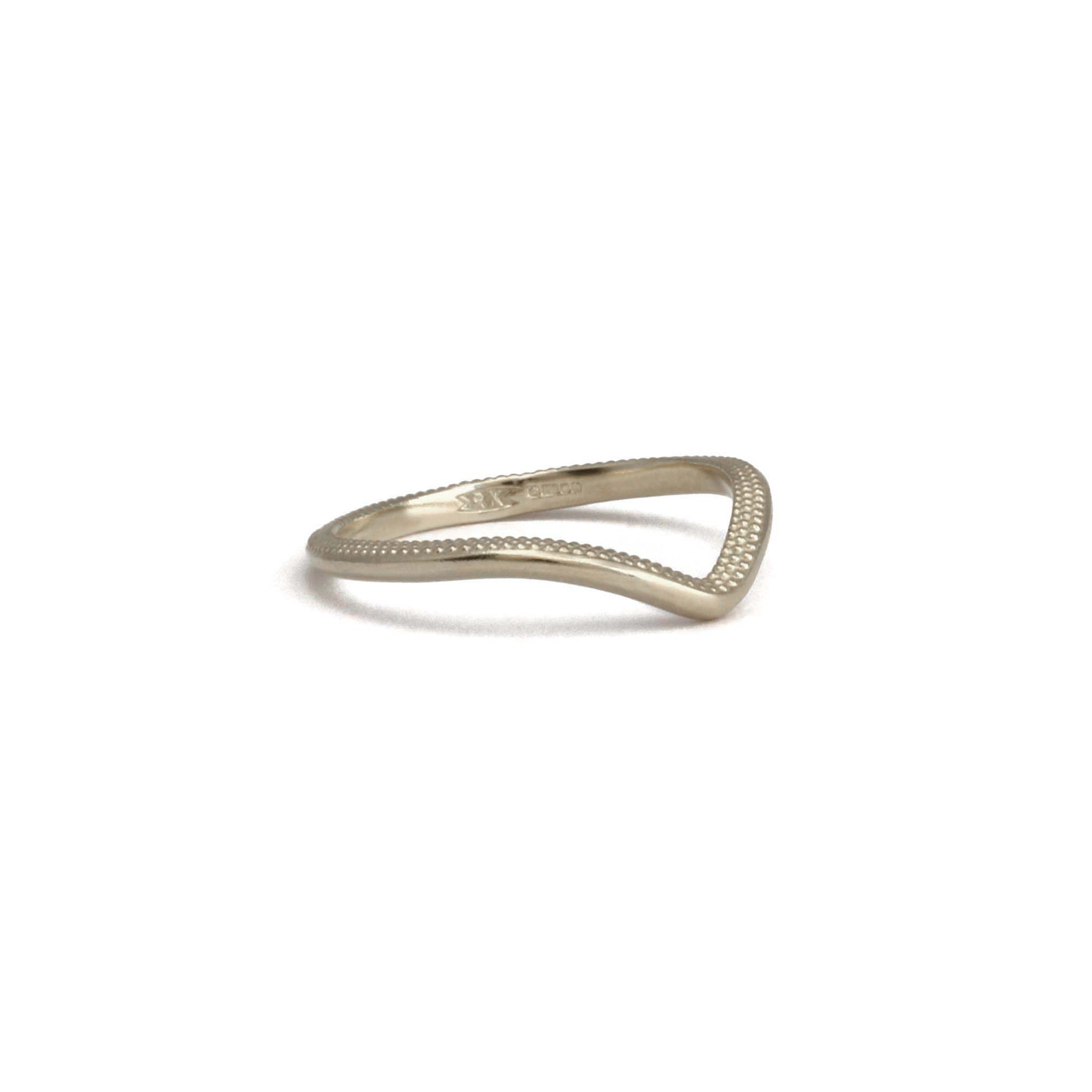 1.8mm Tyro Fade Wishbone Band 18ct gold