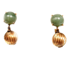 Vintage Estate 14k Yellow Gold Green Jade Screw Back Earrings