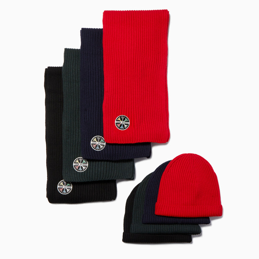 1st Tracks hat & scarf - Red Aztech Mountain