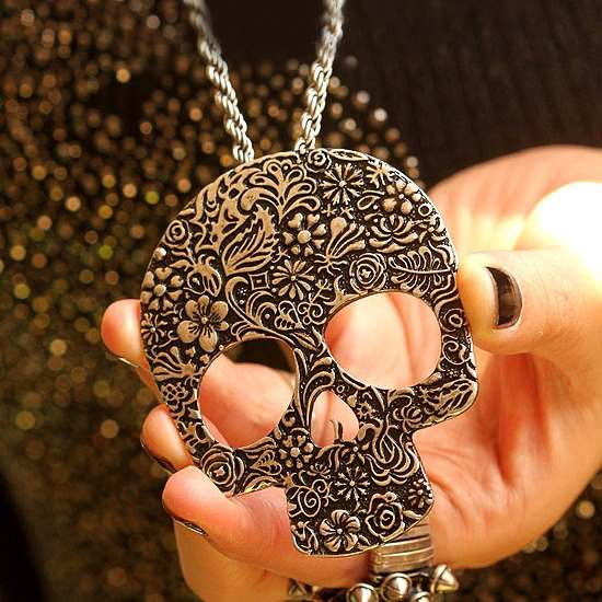 Metal Skull Pendant Necklace
