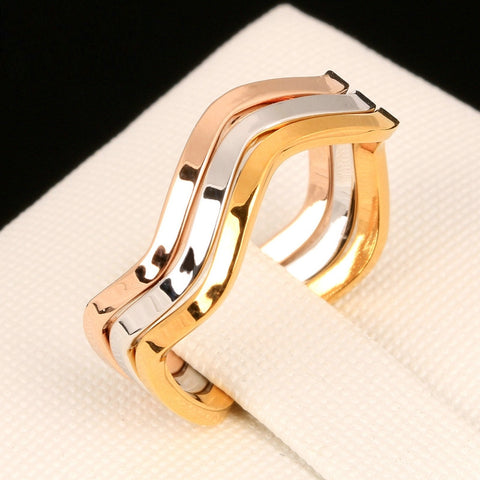 Three Simple Waves Ring