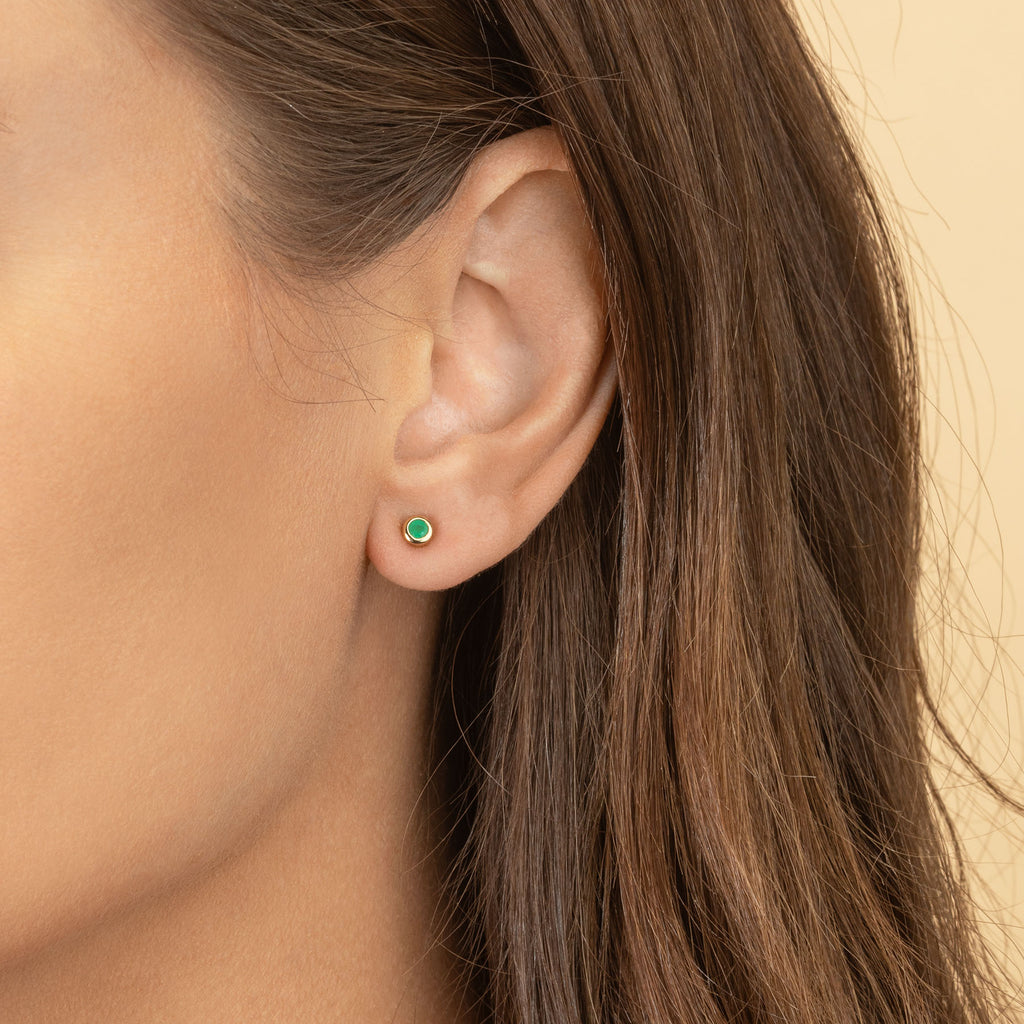 EMERALD SMALL BEZEL STUD EARRING