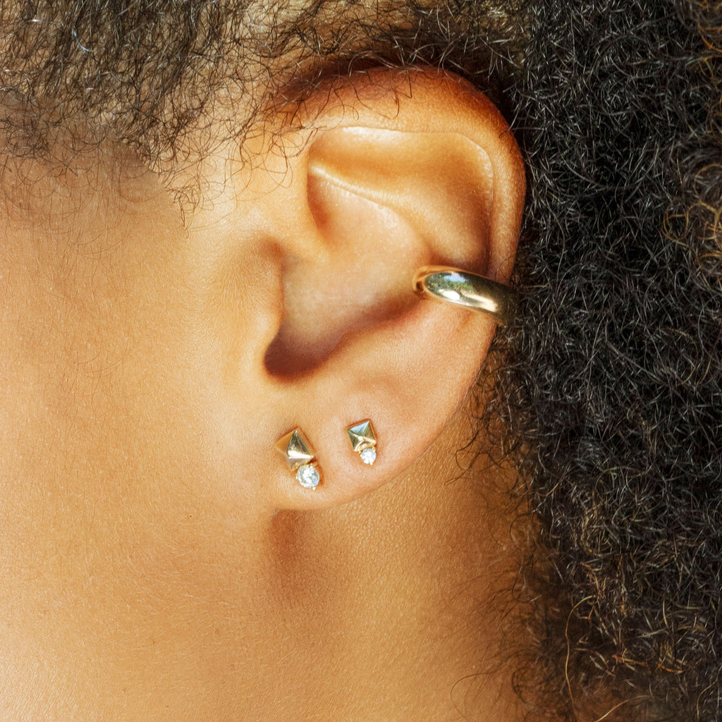 PETITE DIAMOND KENNY PYRAMID STUD EARRING