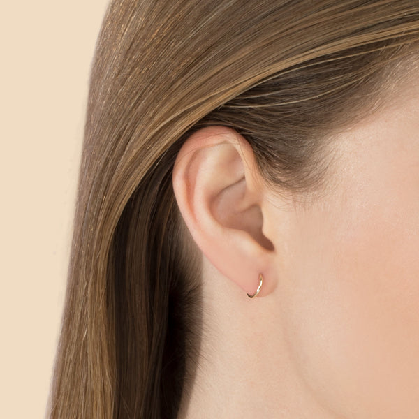 SMALL SEAMLESS HOOP EARRING