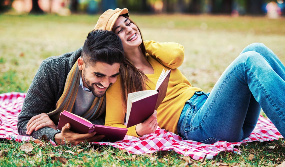 campus students reading together